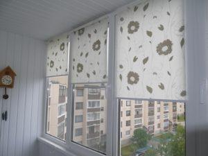 Установка рулонных штор на пластиковые окна в Калуге